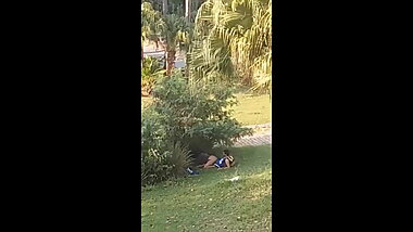 couple caught fucking in a public park - outdoor voyeur sex
