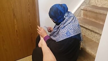 Arab Milf giving pedicure and trim with happy ending